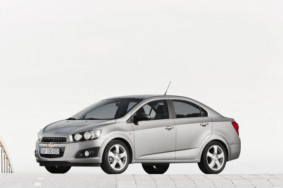 Шевроле Aveo 2012 автомобиль