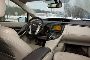 Интерьер Тоета Prius