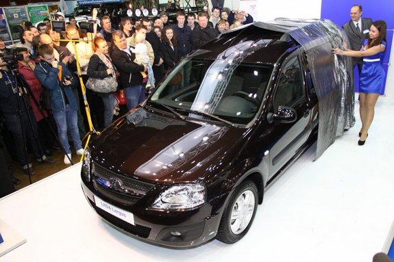 """Lada Largus: презентация на выставке """"Мир автомобиля 2012"""""""