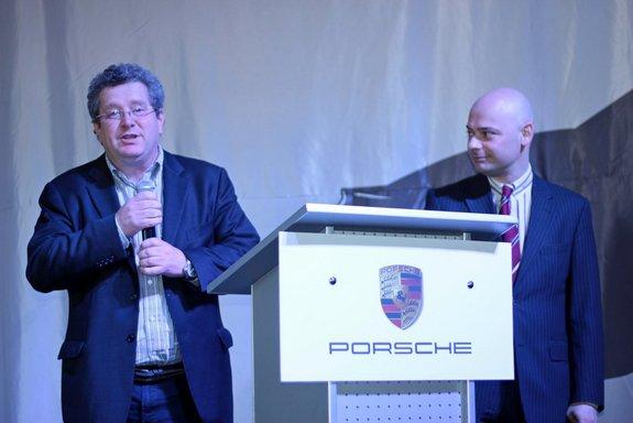 Томас Штерцель (слева) - глава консульства Porsche в Рф