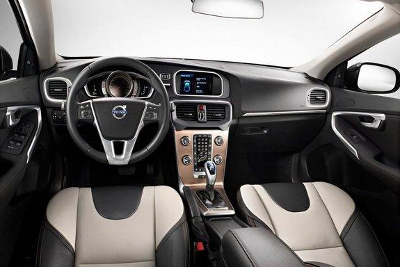 Интерьер Volvo V40 Cross Country