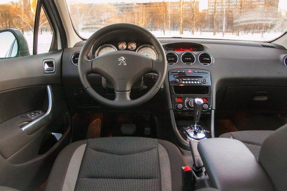 Интерьер Peugeot 408