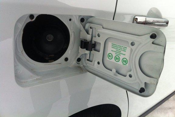 Nissan Almera New. Люк бензобака