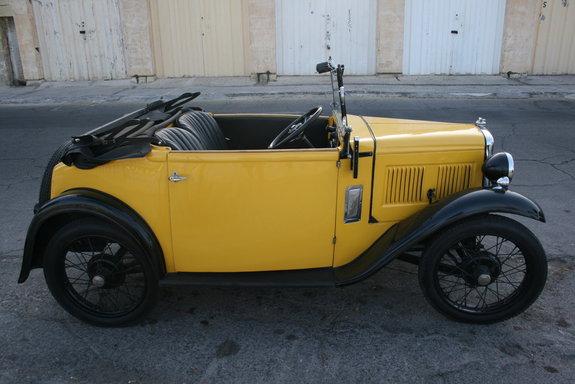 1-ый автомобиль Austin с радиоприемником