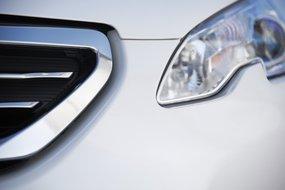 Peugeot 2008: фронтальные фары