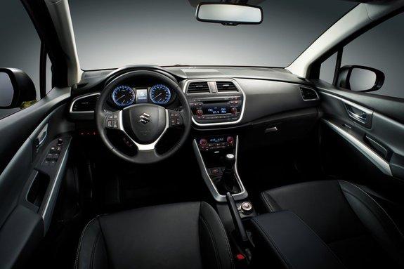 Suzuki SX4: интерьер