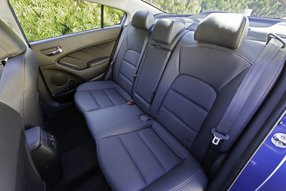 Kia Cerato: задние сидения