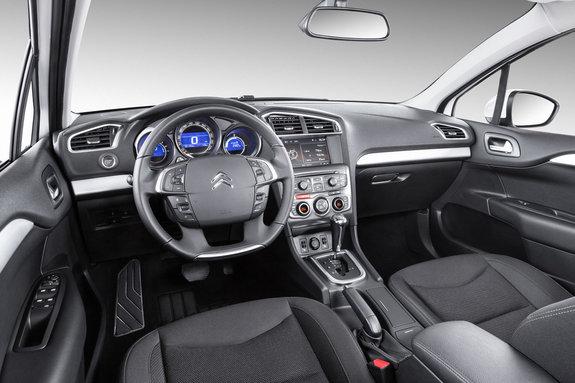 Интерьер Citroen C4 Sedan