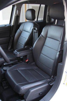 Фронтальные кресла Jeep Compass