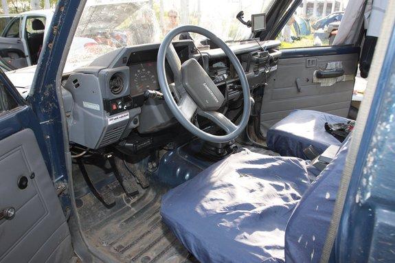 Интерьер Тоета Land Cruiser 70