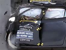 Новая Corolla провалила американский краш-тест: сломанная нога и сотрясение