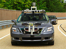 Toyota готовит систему экстренного торможения, которая сможет сама объезжать пешехода