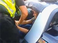 На ВИДЕО: пытаясь украсть Smart, вор оказался запертым до приезда полиции