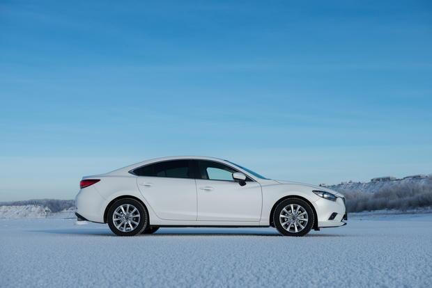 Mazda 6: по снегу босиком