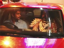 """Беспощадная индийская """"социалка"""": опьяненных водителей стал пугать проникающий в машины бог погибели (ВИДЕО)"""